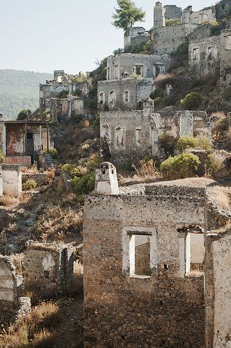 Artist Rachel Fairfax visited the abandoned city of Kayakoy, South West Turkey, in early 2013. Her paintings of this beautiful site can be seen in 'Gallipoli and Beyond', 27 August - 21 September 2013 at Stella Downer Fine Art.