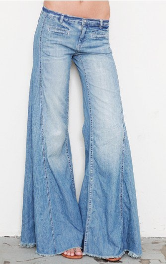 (:: A Mini-Saia Jeans, Flare Jeans,  Blue Jeans, 70 S Clothing, Vintage Fashion,  Denim, Belllllss Remember, Free People, Body Suits