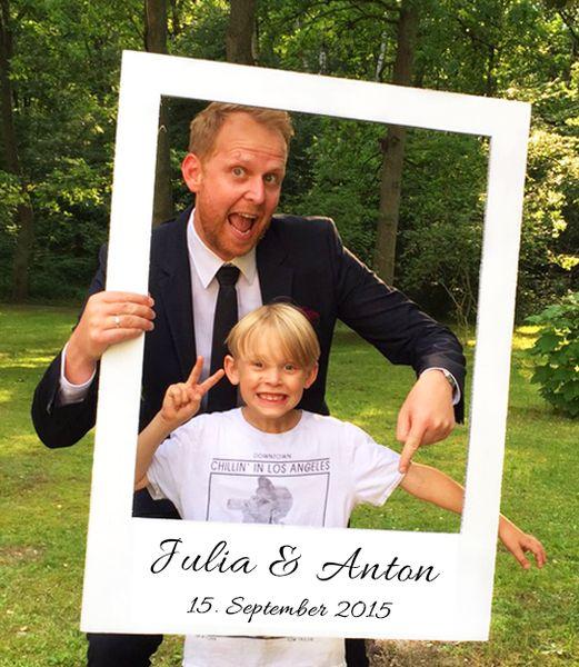 Polaroid Rahmen für eure Hochzeit oder Geburtstagsfeier - individualisiert mit eurem Namen, Hochzeitsdatum, Hashtag oder Motto - ganz nach euren Wünschen. Sogar die Schriftart für den Polaroid Rahmen ist frei wählbar. Jeder Rahmen ein handgefertigtes Unikat für eurer Photobooth. Die Gäste werden es lieben <3