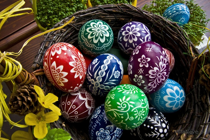 Easter eggs - Preparation of Easter baskets #easter #tradition #easterbasket #polishtradition #bieszczady #ustrzykidolne #ustrzyki #eastereggs #eggs #colours #handmade