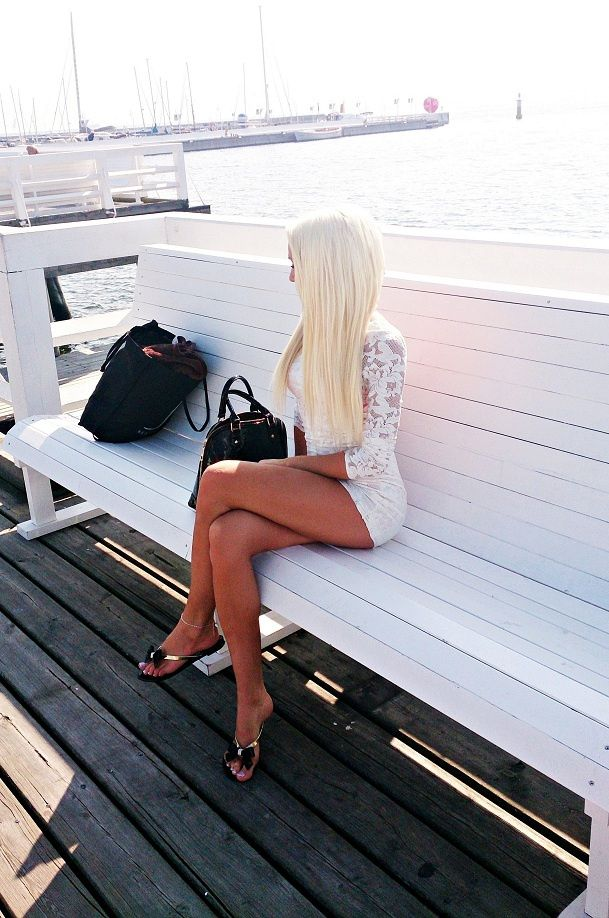 foto-blondinok-v-polniy-rost-szadi