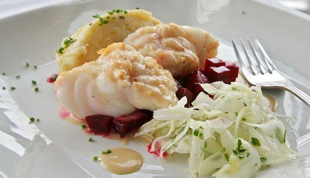 I denne fantastiske oppskriften serveres breiflabb med fennikelsalat, potetmos, Pernodsaus og rødbeter. Dette er en rett som vil imponere!