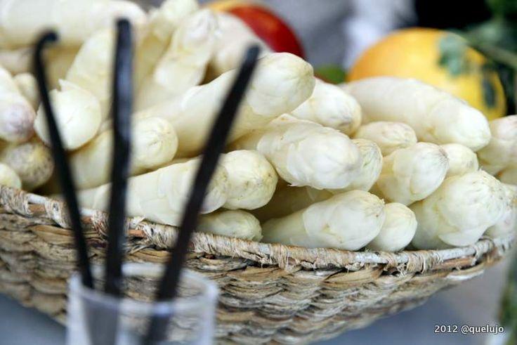 ¡Es la época de los ESPARRAGOS BLANCOS!   ¿Sabes Cómo preparar una deliciosa Receta de espárragos blancos de Navarra? Nosotros compartimos una, ¿COMPARTES TU LA TUYA? Hazlo comentando la foto de nuestro facebook ;-) Accede: http://www.facebook.com/photo.php?fbid=10151325663540614=a.10150152861425614.286175.119208240613=1