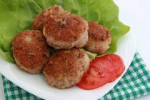 lamb-burger-patties-with-avocado-smash