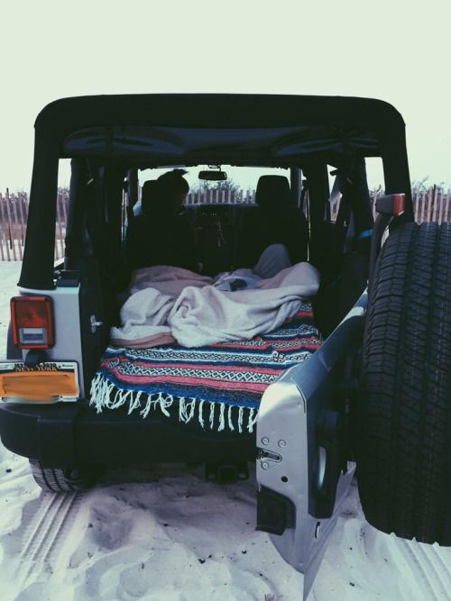 camp out in a jeep on the beach // pinterest: maddiehytree
