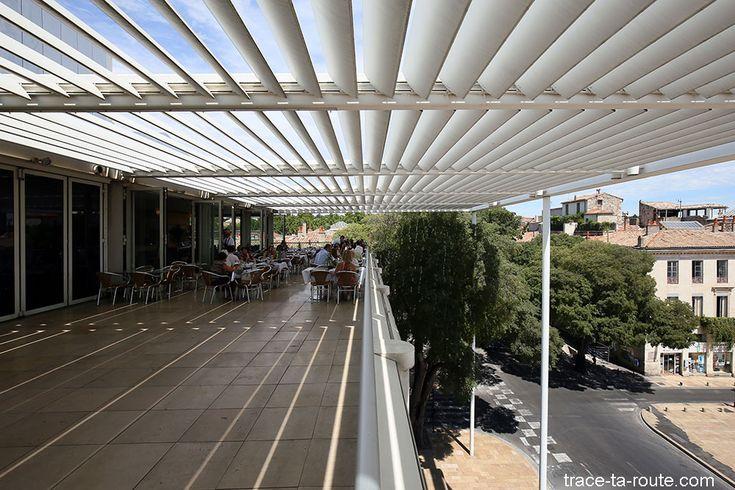 Restaurant Le Ciel de Nîmes - Terrasse du Carré d'Art de Nîmes sous les persiennes
