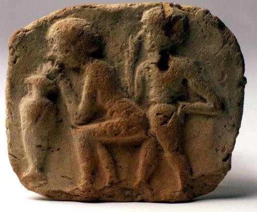 Il rapporto sessuale tra una donna e un uomo su una terra cotta placche della Mesopotamia, all'inizio del 2 ° millennio aC