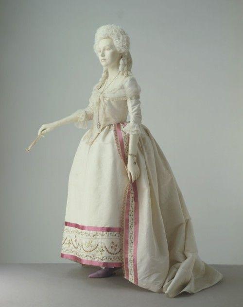 19-11-11  Dress    1780-1785    The Victoria & Albert Museum: Textiles Design, Women Formal Dresses, Historical Fashion, 1700S, 1780 85, 18Th Century, Silk Ribbons, 1780 1785, 1700 S