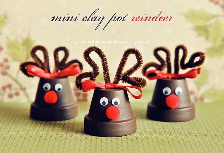 Little reindeers made out of mini clay pots. These could easily be made into ornaments.