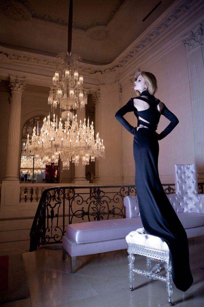 Equipo de trabajo Fotografo: Raúl Higuera Locación: Maison Baccarat Designed by Philippe Stark Fashion Styling: Sacha Noblet Hair: Marc Orsatelli Model: @Ioanna Ntenti