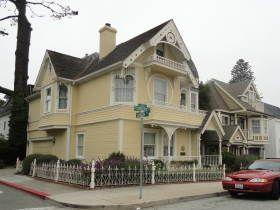 monterey+victorian+houses | Het stadje heeft een groot aantal Victoriaanse huizen, waarvan er ...
