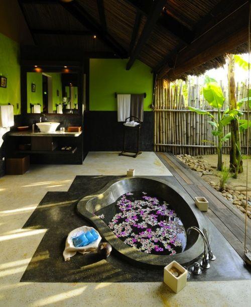 WOW. #bath #bathroom #decor #green #black #spa