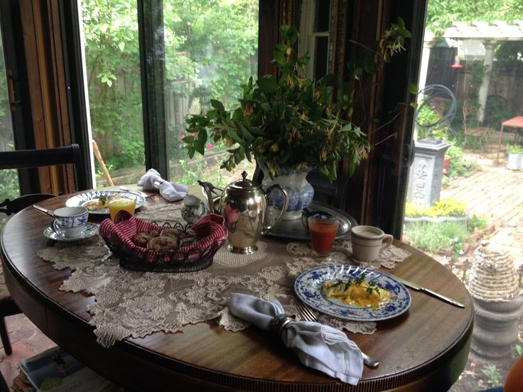 Lines from Linderhof: A Strawberry Breakfast