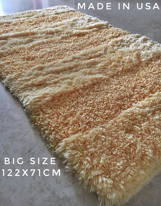 Your solution to cover up big bathroom space is finally here, with our XLARGE one piece bath mats.  Super heavy, silky soft, durable & anti-slip! Like a carpet but with bath mat specifications. Available in offwhite & salmon color only. Size: 122x71 cm LIMITED NUMBER OF PIECES AVAILABLE  MADE IN USA #modernshowerideas #home #luxury #homedecor #relaxing #luxurylife #bathroom  #bathtime #homestyle #homedecoration #luxuryliving #luxuryhomes #homewares  #luxurystyle #luxury4play #homeimprovement…