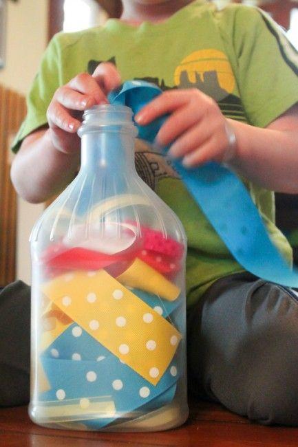 Juegos de motricidad fina con cinta - Móvil ocupado para que los niños hacen