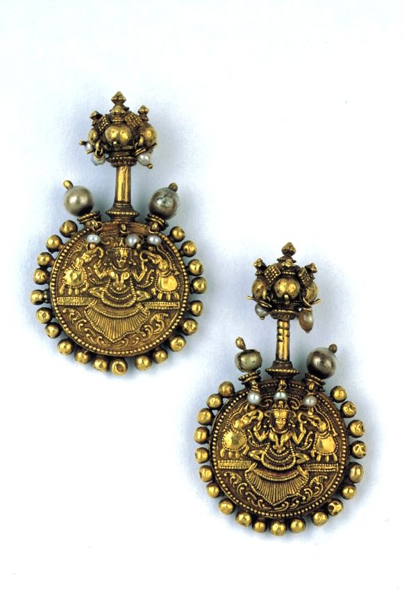 India | Double-sided gold earrings with pearls | Travancore, possibly 16th century | Susan L. Beningson Collection