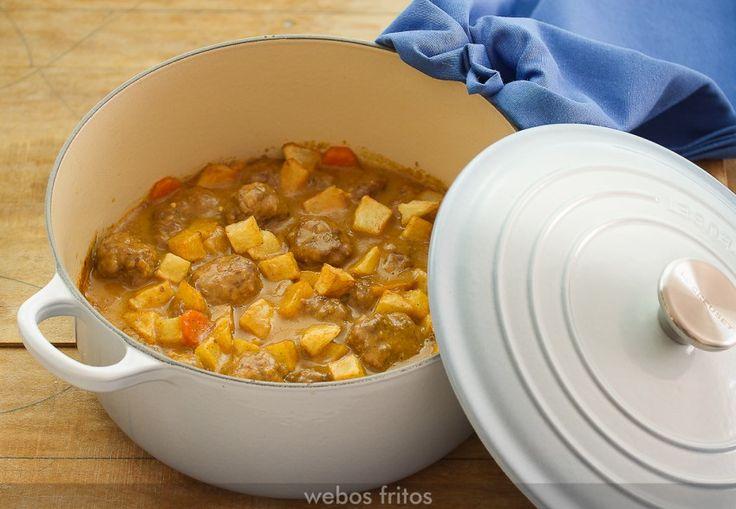 Un clásico que no puede faltar en nuestro recetario: unas albóndigas con una salsa de almendras.