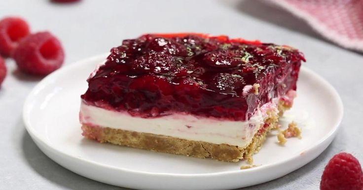 Un de mes plaisirs de la vie! Transformez un sachet de Jell-O et un sac de framboises congelées en un dessert dont tout le monde raffole!