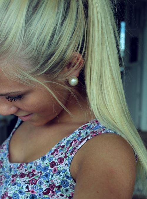 tan blonde pearls flowers