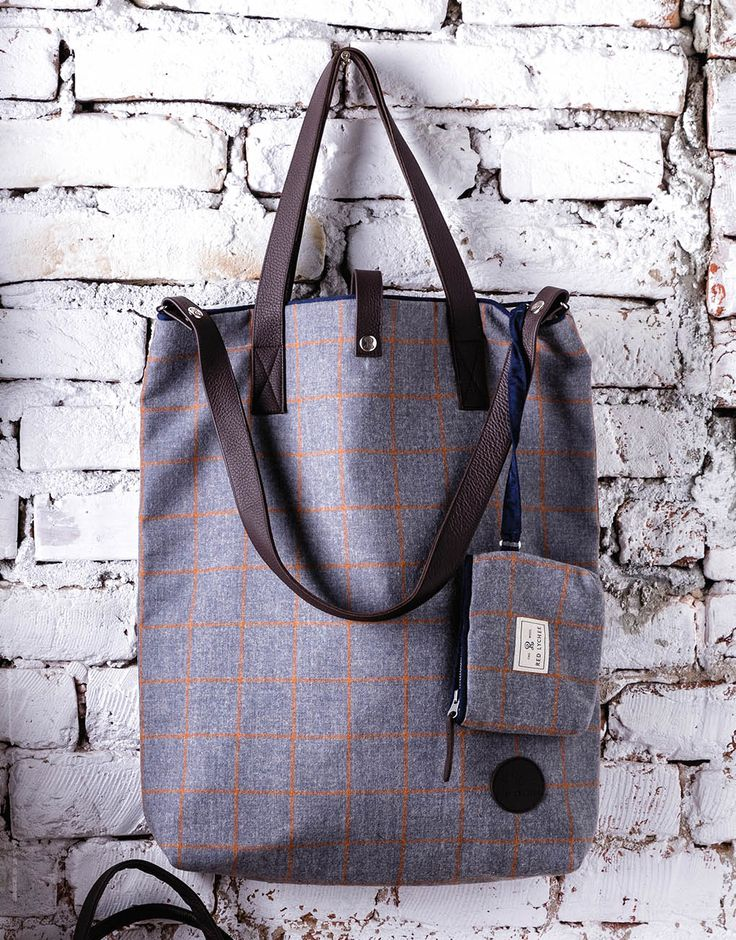 Imperial Easy Wool Bag. The generous landscape format provides plenty of storage space and it also features inside pocket with button. Main compartment also closes with metal button. It comes with a removable wool wallet.