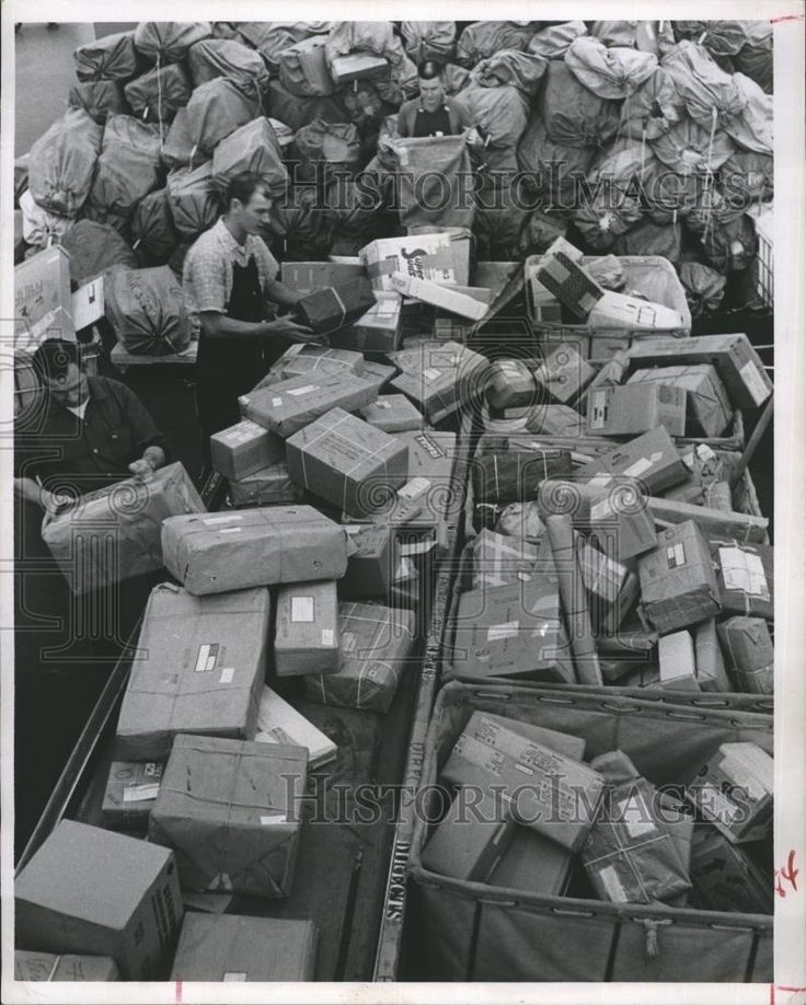 1963 Press Photo Post Office Christmas Mail Rush Packages Workers Boxes