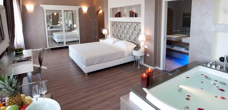 Mi az amit a képen látsz?   Az Aquastep vízálló laminált padlója! Ha te is olyan hálószobára vágysz, ami egybe van nyitva a fürdővel, vagy hotelbe, kiadó apartmanba keresel egy strapabíró laminált padlót, akkor megtaláltad!  Gyere látogass el weboldalunkra, és tekintsd meg a vízálló laminált padlónk kínálatát!  www.dreamfloor.hu  Ha pedig többet szeretnél megtudni az Aquastepről, látogass el erre a weboldalra:   http://www.aquastep.be/hu/