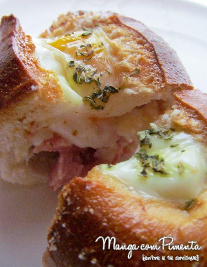 Pão recheado ao forno, um lanche diferente para matar a sua fome. Clique na imagem para ver a receita no blog Manga com Pimenta.