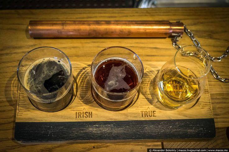 """агиски. ирландский виски пьют с пивом. Не смешивая, выпить стаут, а потом сделать небольшой глоток виски. Напитки-братья сочетаются хорошо, несмотря на """"перепад"""" градусов."""