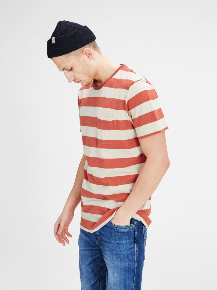 Laidback red and white striped t-shirt for a cool vintage look | JACK & JONES #menstyle #menswear #ootd #outfit #men