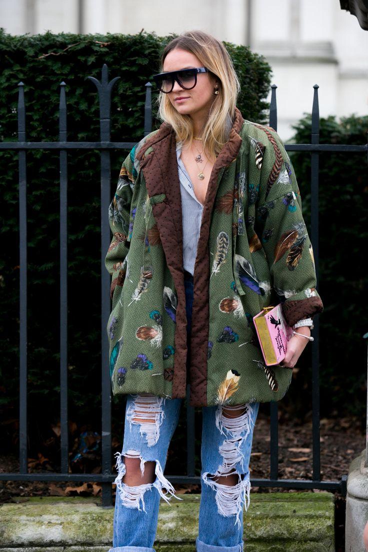 Street style: originalidade é palavra de ordem pelas ruas da LFW - Vogue…