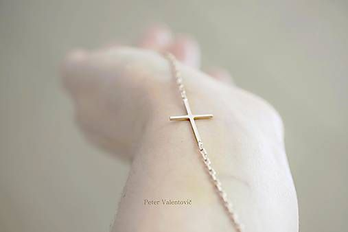 krížik z ružového zlata / cross necklace