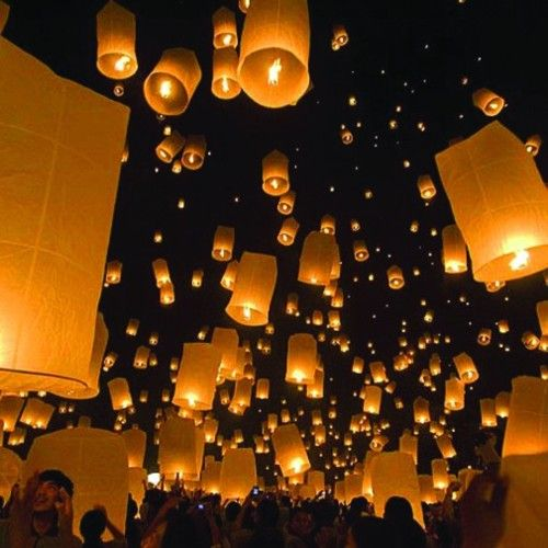 sending off lanterns on the wedding day