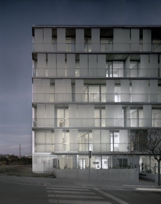 30 Unit Multifamily Housing Building / Narch© Hisao Suzuki