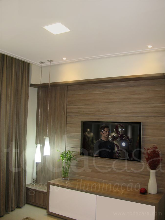 Home theater com spots em led e pendente no canto do for Diseno de paredes para salas