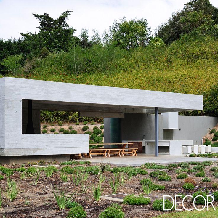 Assinada pelo estúdio Metropolis Design, construção Midden Garden Pavilion compreende a renovação de uma residência, integrando o jardim a um espaço acolhedor para receber convidados.