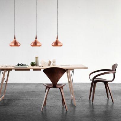 Koperen hanglampen ook in 2015 helemaal in! Mooie koperen lampen voor boven de eettafel. Inspiratie via http://hanglamp-kopen.nl
