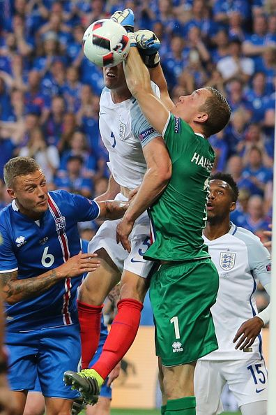 #EURO2016 Gary Cahill Hannes Halldorsson Ragnar Sigurdsson during the UEFA EURO 2016 round of 16 match between England and Iceland at Allianz Riviera Stadium...