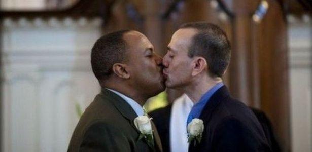 """""""Reaja com amor"""": Homens gays respondem a atentado de Orlando com 'beijaço' online - 14/06/2016 - UOL Estilo de vida"""