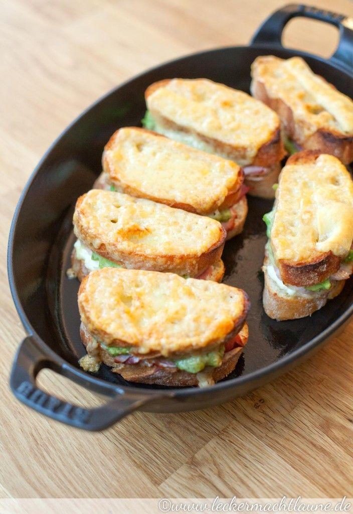 Heute habe ich mal ein deftiges kleines und französisches Frühstück für Euch: Croque Madame. Knuspriges Brot, weiche warme Füllung, geschmolzener Käse… ach, ich komme ins Schwärmen. Eigentlich eher unaufwändig, aber aus Zeitgründen vielleicht doch eher was fürs Wochenende. 😉 Hier … Weiterlesen →