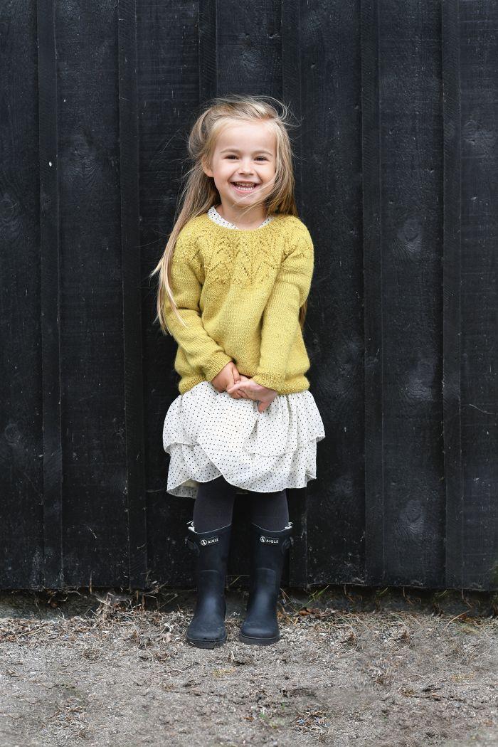 stickad gul barntröja