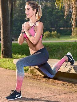 Afundo no banco Com uma perna à frente da outra (o pé da perna de trás está apoiado no banco), flexione os joelhos simultaneamente, de forma que a perna dianteira faça maior trabalho para a descida do afundo. As mãos ficam uma sobre a outra, de punho fechado, para garantir o equilíbrio do movimento. Por que é bom: trabalha glúteos, quadríceps e os músculos eretores da coluna.