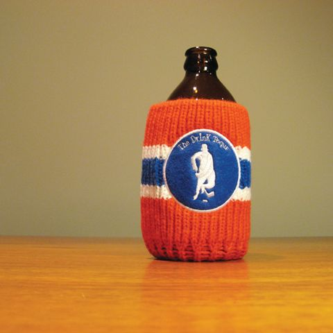 The Drink Toque - The Hockey Player  Classic, vintage-style, knit koozie. Iconically Canadian.