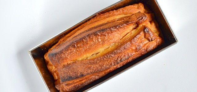 Croissant Loaf - Uit Paulines Keuken 3 blikjes croissantdeeg,2 el suiker, 1tl kaneel,1 ei. cakeblik 23 cm. 1 uur rijzen, oven 200graden, 60-70 minuten serveren met roomboter.
