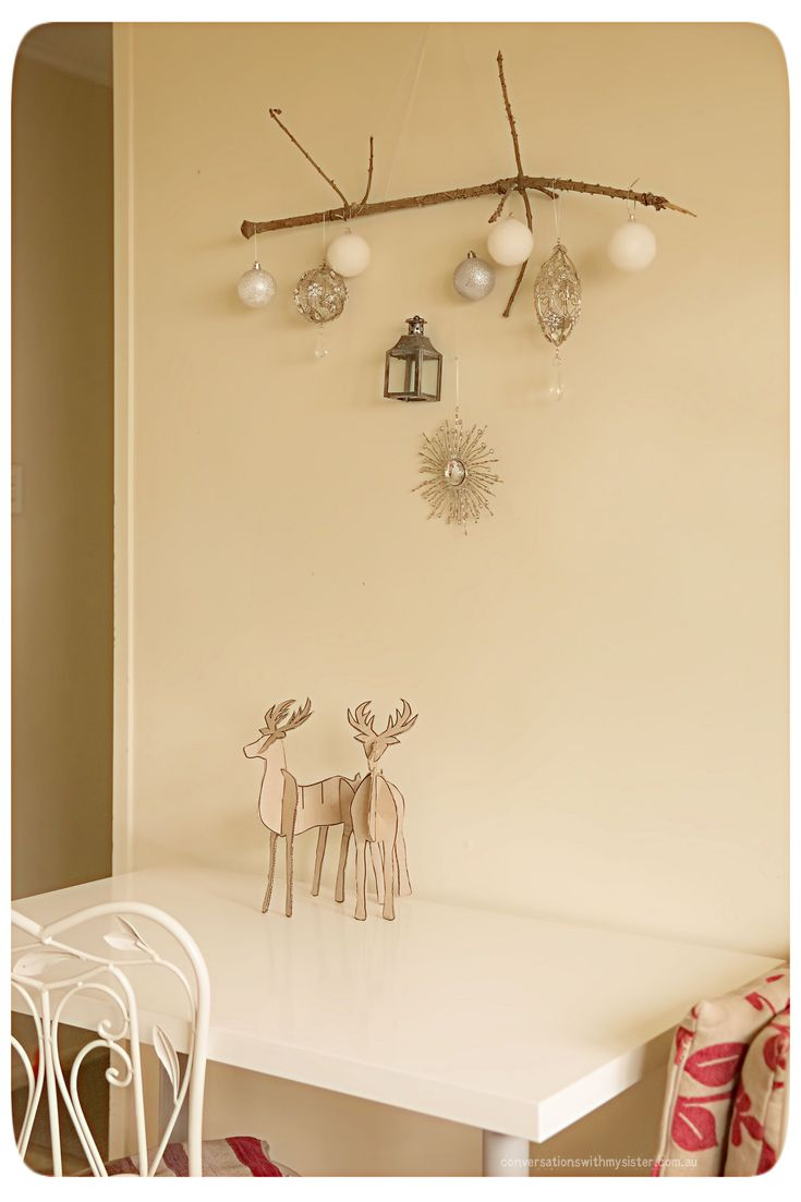 || NATURAL AND SIMPLISTIC CHRISTMAS ||   Here are three quirky Christmas decorating ideas showing how nature can be incorporated to create your own personalised and simplistic festive style.