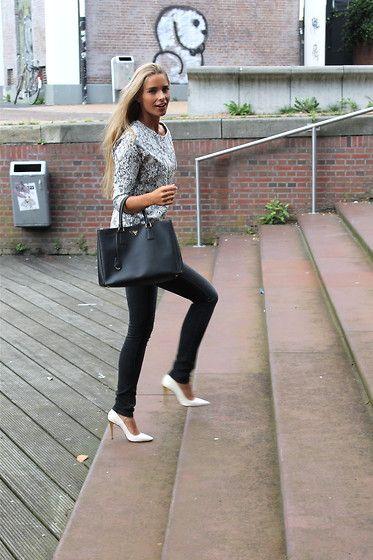 Prada Bag, Les Petites Heels