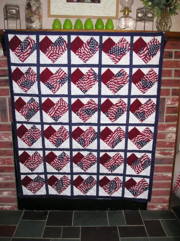 Would love to make a table runner like this for the patriotic holidays.