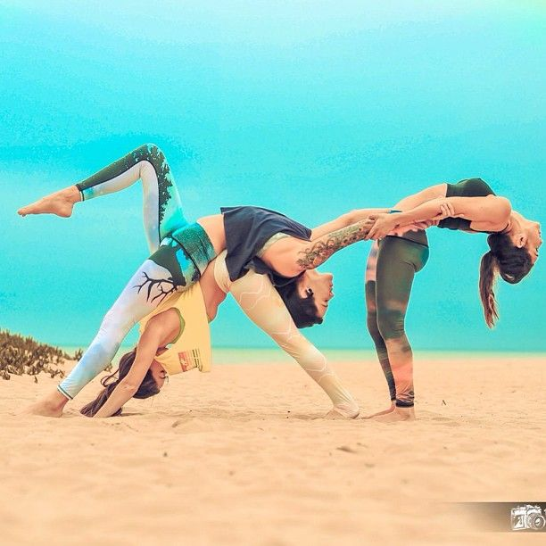 couple yoga on the beach, more inspiration at Valencia Bed and Breakfast: http://www.valenciamindfulnessretreat.org