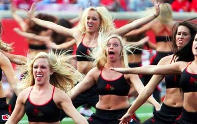 25 Hilarious Cheerleader Fails That'll Make You LOL So Hard.