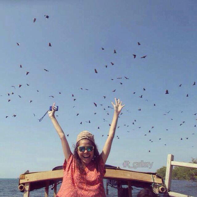 Ada sensasi tersendiri, saat berteriak mengeluarkan semua penat di iringi kelelawar.,,  Lokasi : Pulau kelelawar - bajawa - ntt
