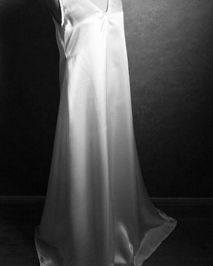 #satijn #nachtjapon #nachtmode #dames #long #slaapjurk #huwelijksnacht #bruiloft #bruidsjapon #beauty #satin #nightgown #nightgowns #wedding #white #bride #lingerie #bridallingerie #honeymoon #handmade #nightwear #luxury